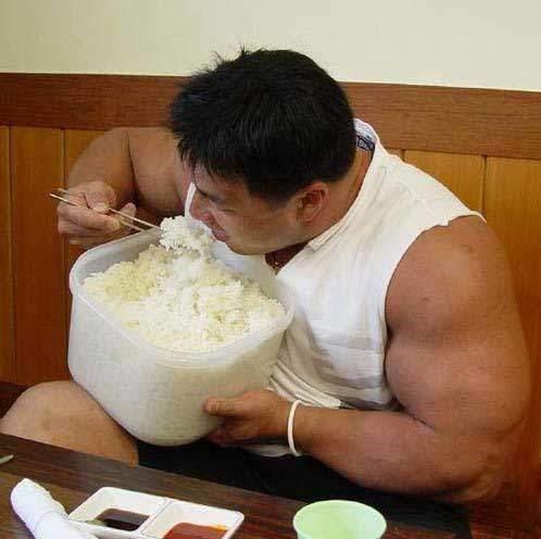 bodybuilder eating rice